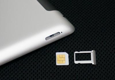 SIMカードを取り出す 写真元: ipodwave.com