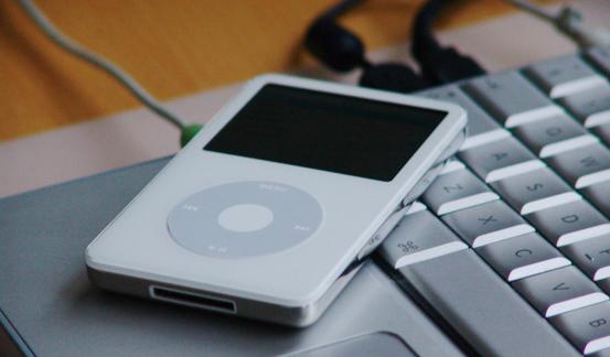 iPodに音楽を入れる 出典元:sxc